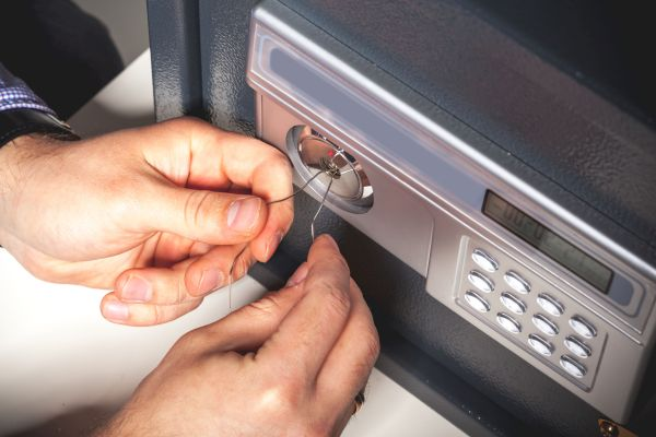 Security Breach - Safe Picking Concept
